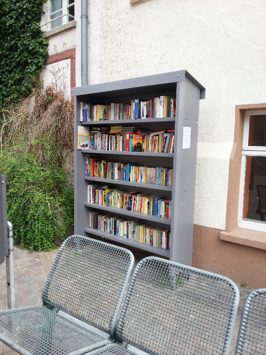A second bookshelf in a neighboring section of Heidelberg.